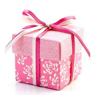 favours-vintage-cerise-pink-square-box